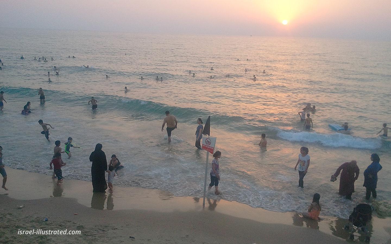 Jaffa Beach, Israel, in a day of extreme haze
