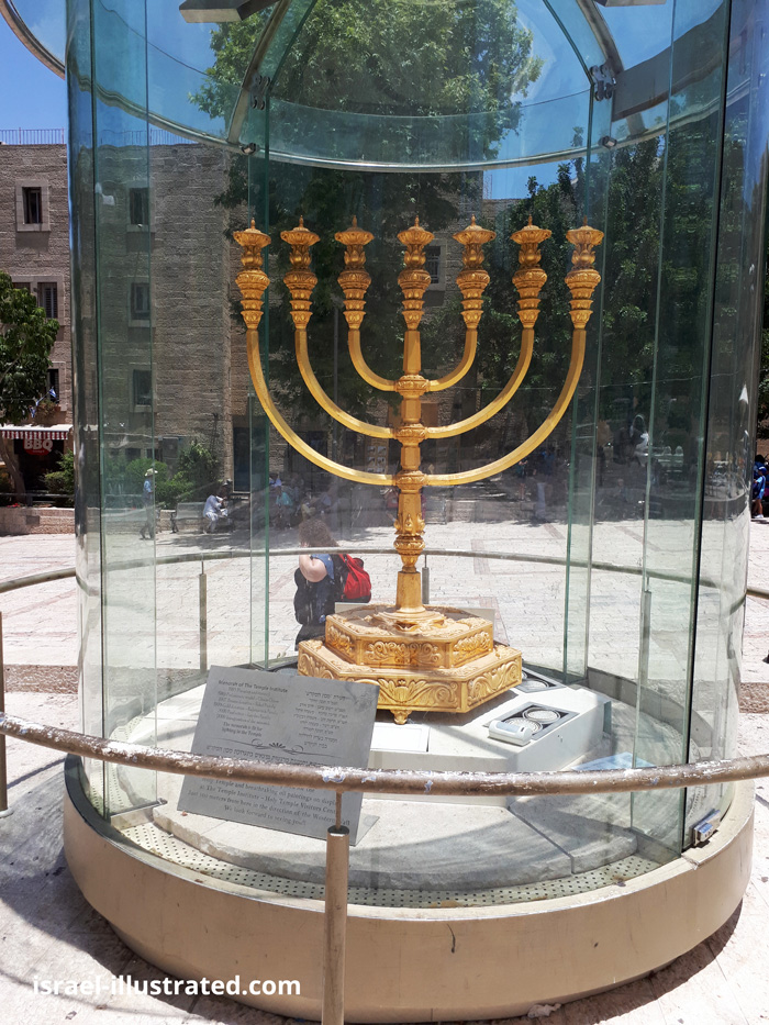 Replica of the Menorah, Jerusalem
